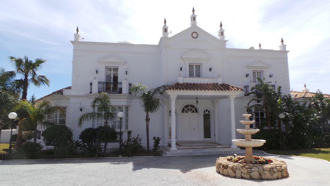 Villa 7 Dormitorios en Venta Mijas