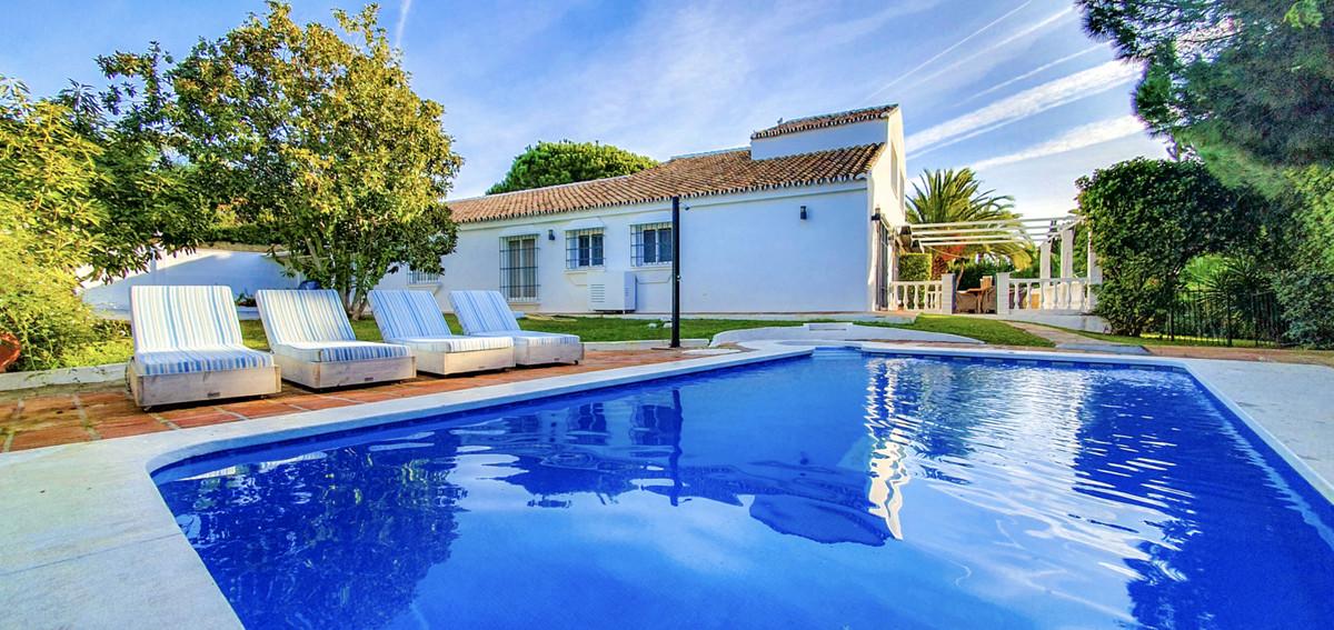 Villa  Detached for rent  in Calahonda