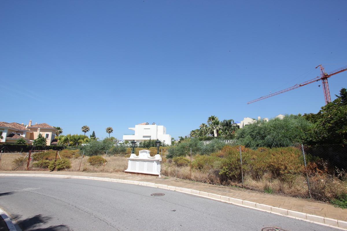 Great location in the prestige urbanisation Bahia de Marbella near Los Monteros, this plot of 1.329 ,Spain