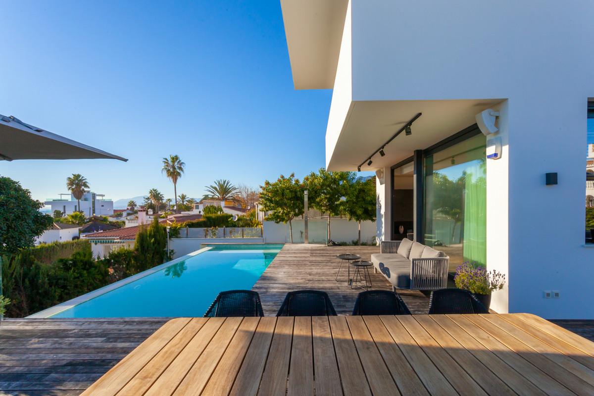 Detached Villa for sale in Costabella R3340450