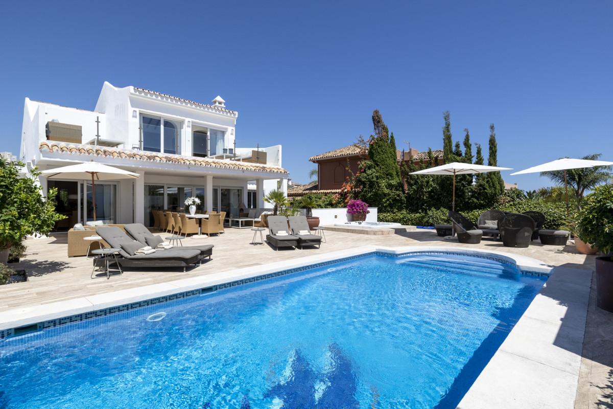 Villa  Detached for rent  in Las Chapas