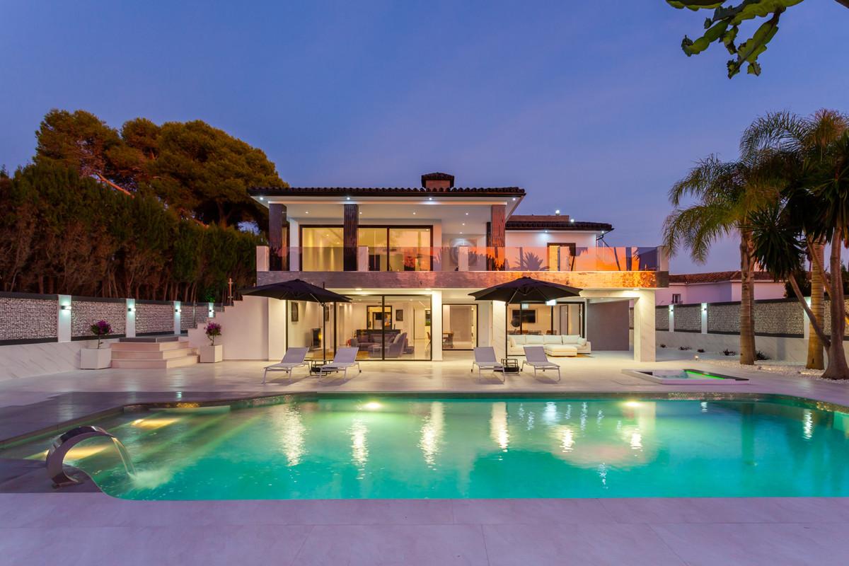 Villa - Chalet en venta en Los Monteros R3330439