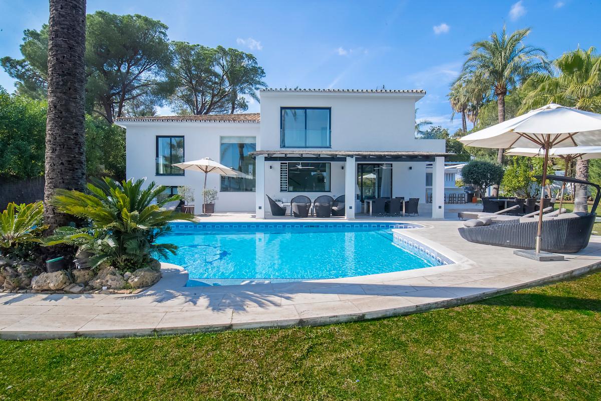 Fritliggende Villa i Nueva Andalucía R2132993