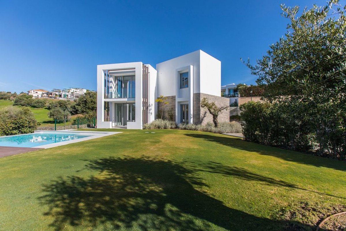 Beautiful Modern New Construction 4 Bedroom 4 Bathroom villa located in the gated and peaceful urban,Spain