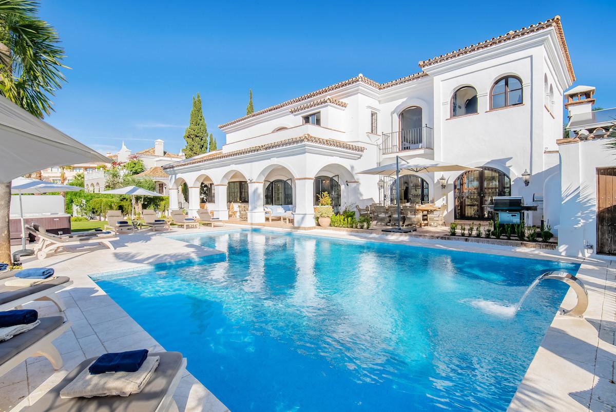 Villa  Individuelle en location  à Elviria