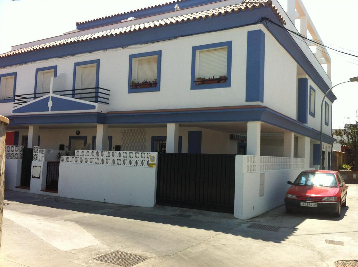 Middle Floor Apartment, Algeciras, Costa del Sol. 1 Bedroom, 1 Bathroom, Built 52 m².  Setting : Tow,Spain