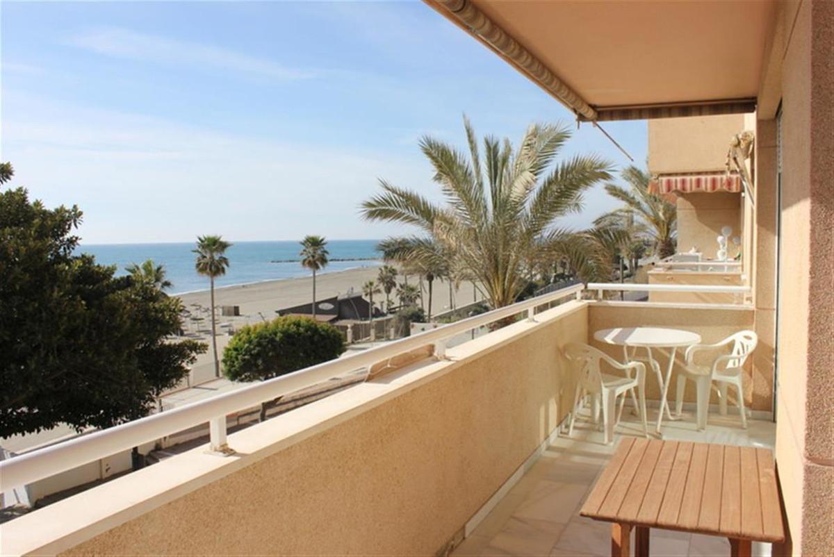 Middle Floor Apartment, Estepona, Costa del Sol. 3 Bedrooms, 21 Bathrooms, Built 105 m², Terrace 8 m,Spain