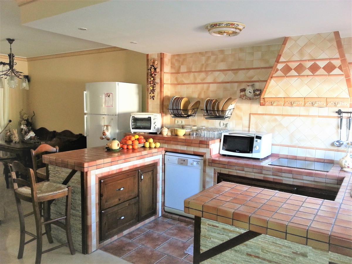 Casa Adosada Seghers Planta principal, aseo completo, cocina americana, salon comedor con salida a u,Spain