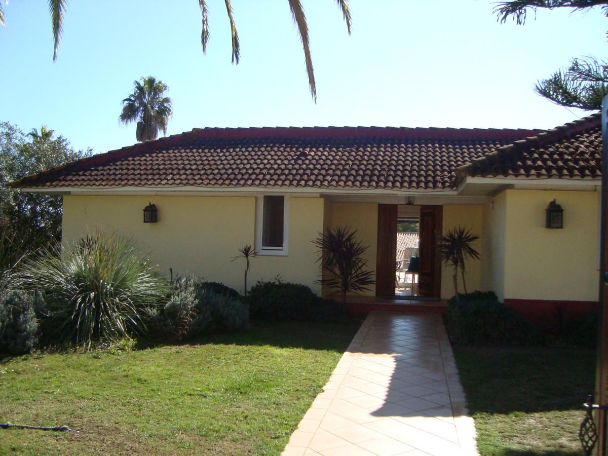 Detached Villa, Sotogrande, Costa del Sol. 7 Bedrooms, 6 Bathrooms, Built 405 m², Terrace 160 m², Ga,Spain