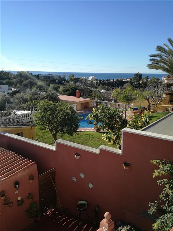 Magnifica villa en Hacienda Cortes ( Marbella) con vistas al mar,  tres dormitorios y cuatro banos, Spain