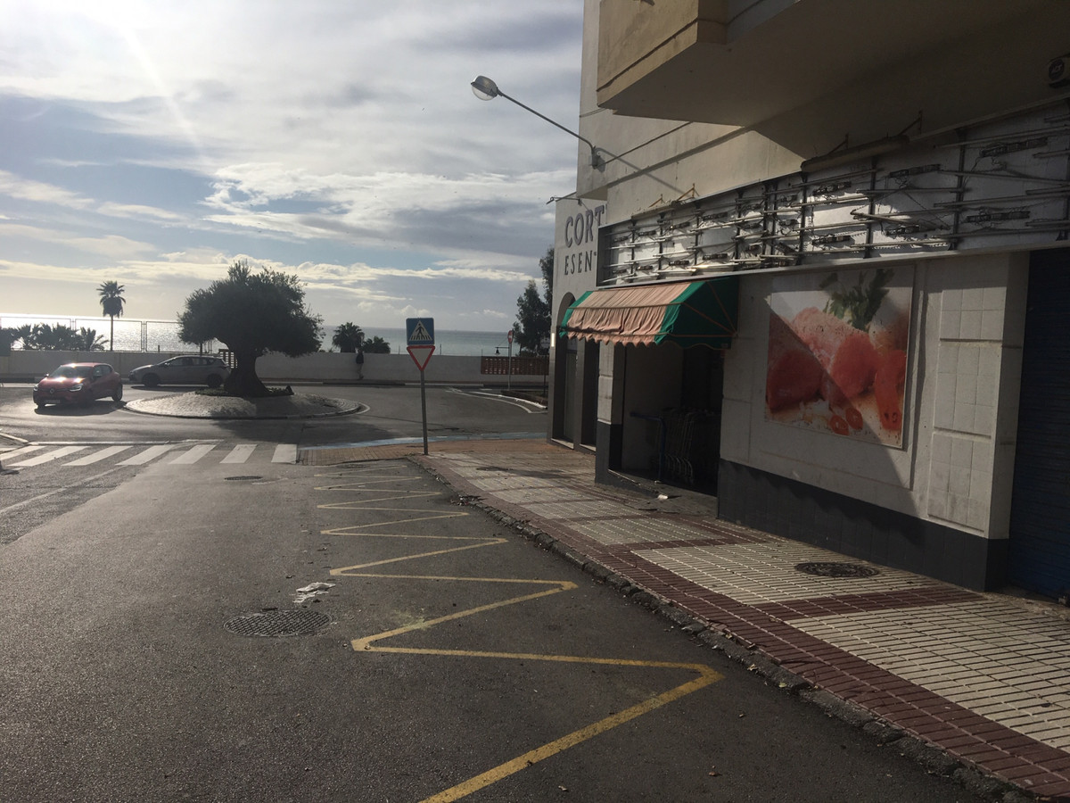 Great commercial premises next to the Marina of Estepona overlooking the sea. Previously it was a su,Spain