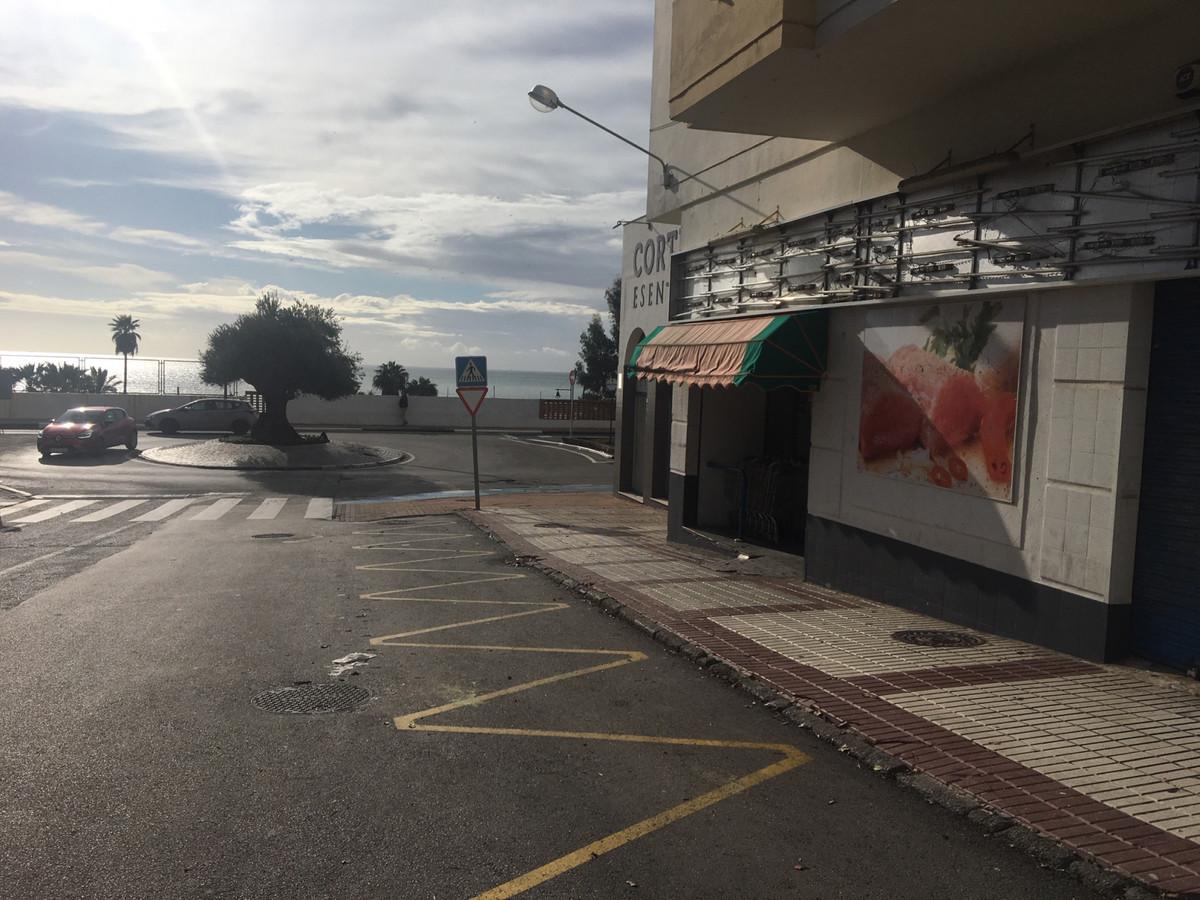 R3296983: Commercial in Estepona