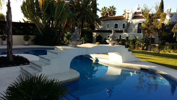 Great Opportunity Villa in Guadalmina Baja, with a quiet and relaxing atmosphere. At 600 meters from,Spain