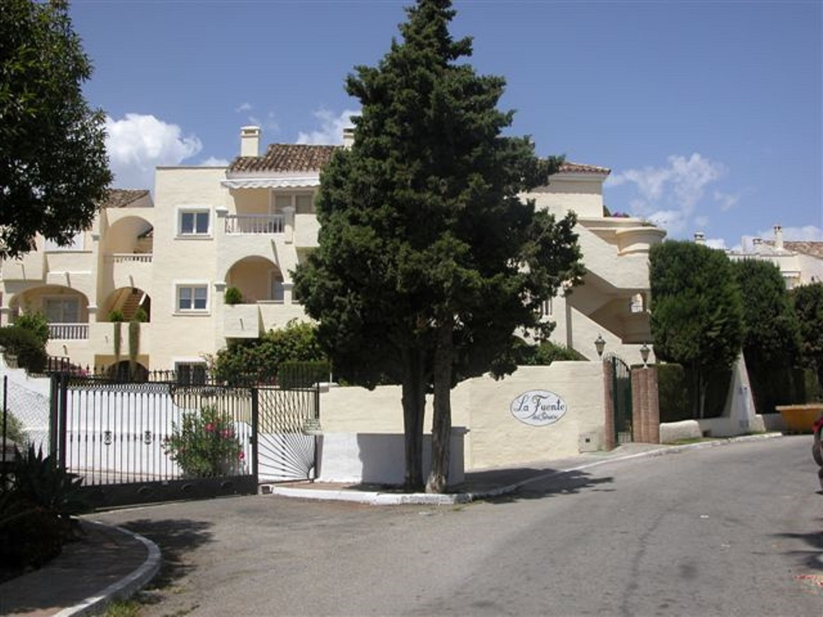 A lovely, bright spacious 3 bed, 2 bath penthouse apartment in the popular community of La Fuente.  ,Spain