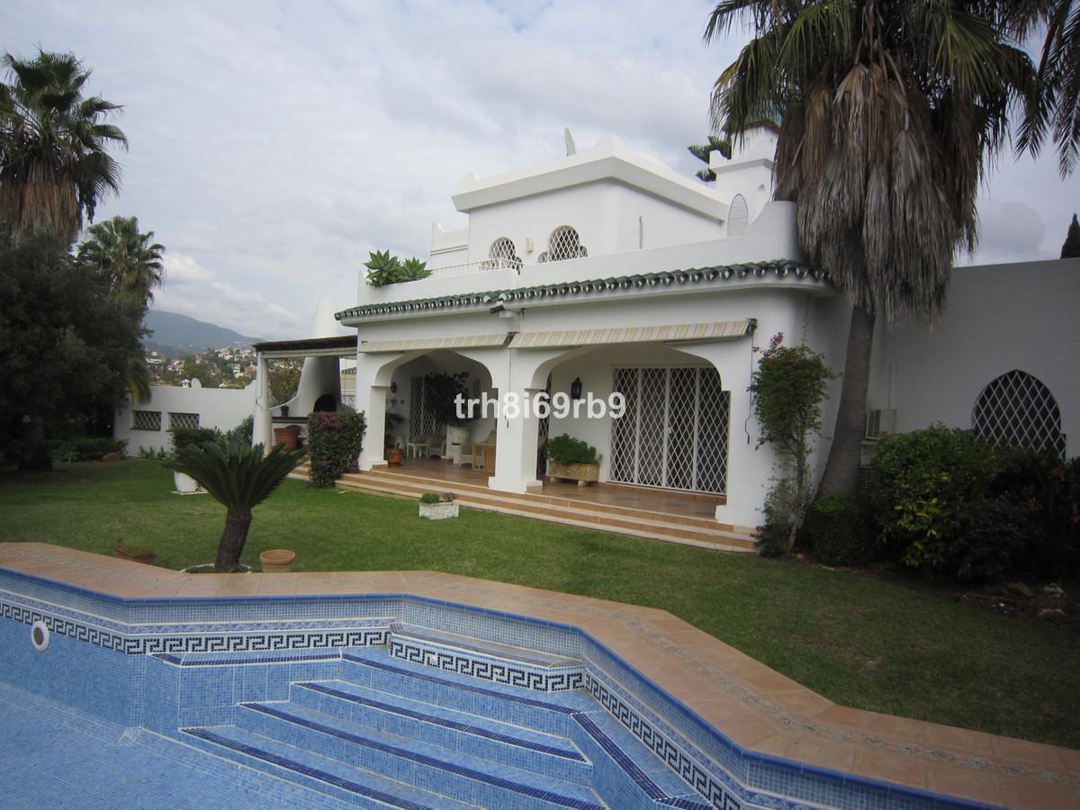 Villa 6 Dormitorios en Venta Estepona