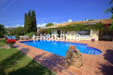 Freistehende Villa in El Paraiso R199321
