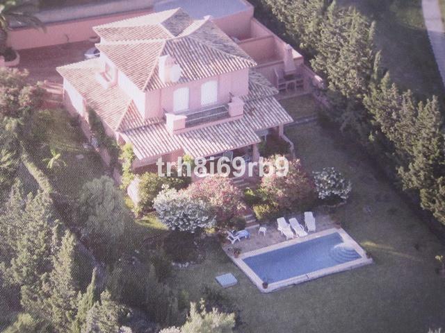 Villa for sale in El Paraiso - Costa del Sol