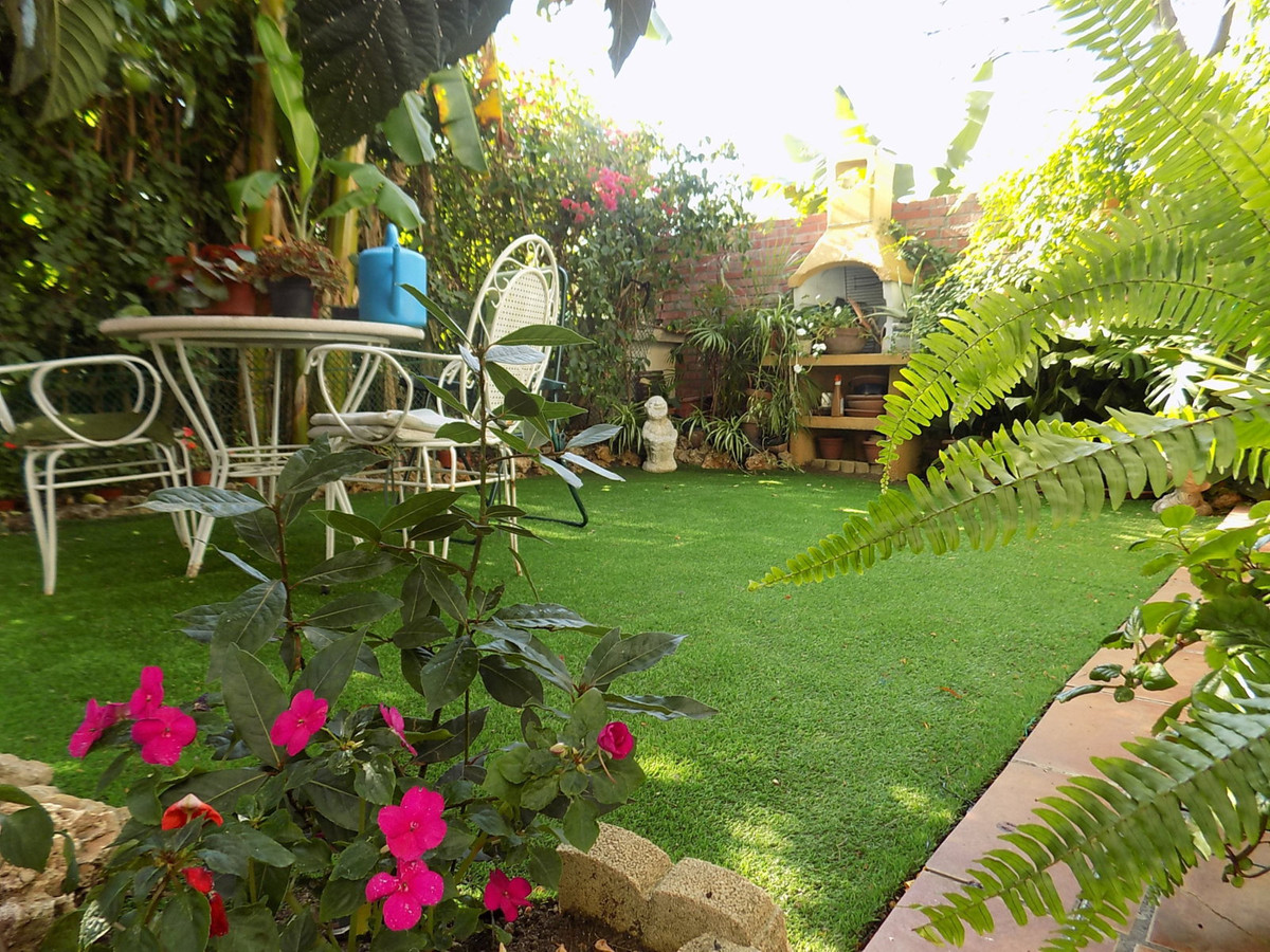 BEACH SIDE TOWNHOUSE WITH PRIVATE GARDEN  Adorable townhouse in the ever more sought out area of Nue,Spain