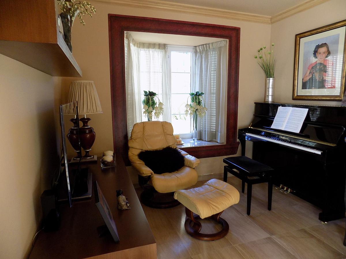 Villa con 5 Dormitorios en Venta Calahonda