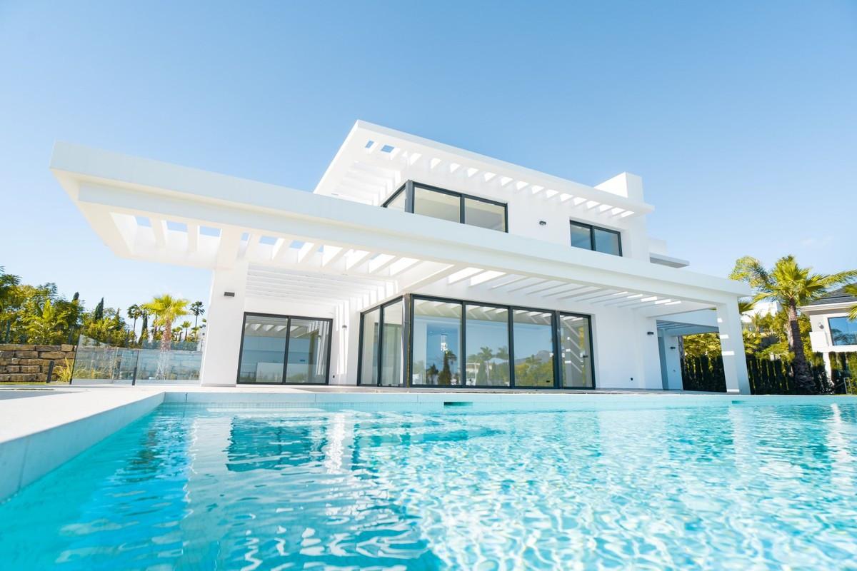 NEW CONTEMPORARY VILLA IN LOS FLAMINGOS  Brand new luxury villa located in the Los Flamingos, Benaha,Spain