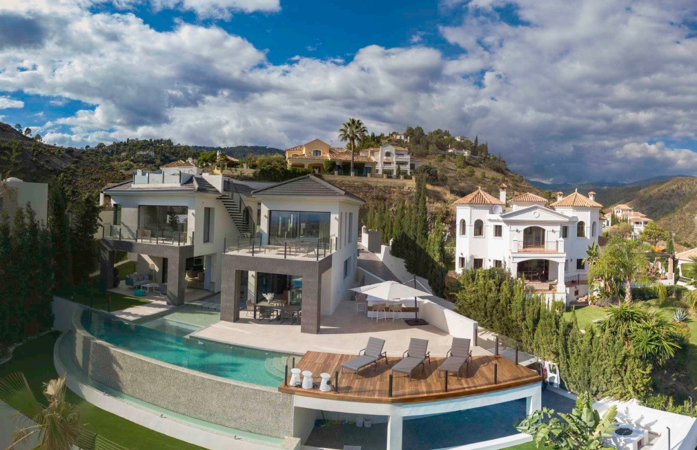 """LUXURY VILLA AT ITS FINEST   A Most exclusive address...""""Running waters"""" is set inthe exclusive area,Spain"""