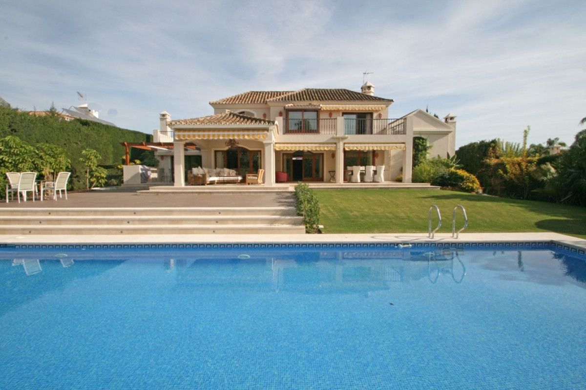 Vrijstaande Villa te koop in Nueva Andalucía R3798811