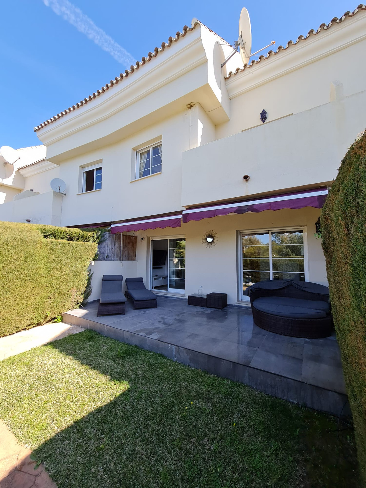 Maison Jumelée  Mitoyenne en location  à Marbella