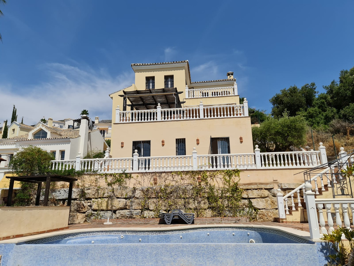 Super opportunity for the end user client looking for a home with masses of potential. A wonderful c,Spain