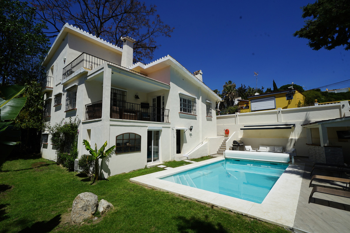 Detached Villa for sale in Nueva Andalucía R3530137