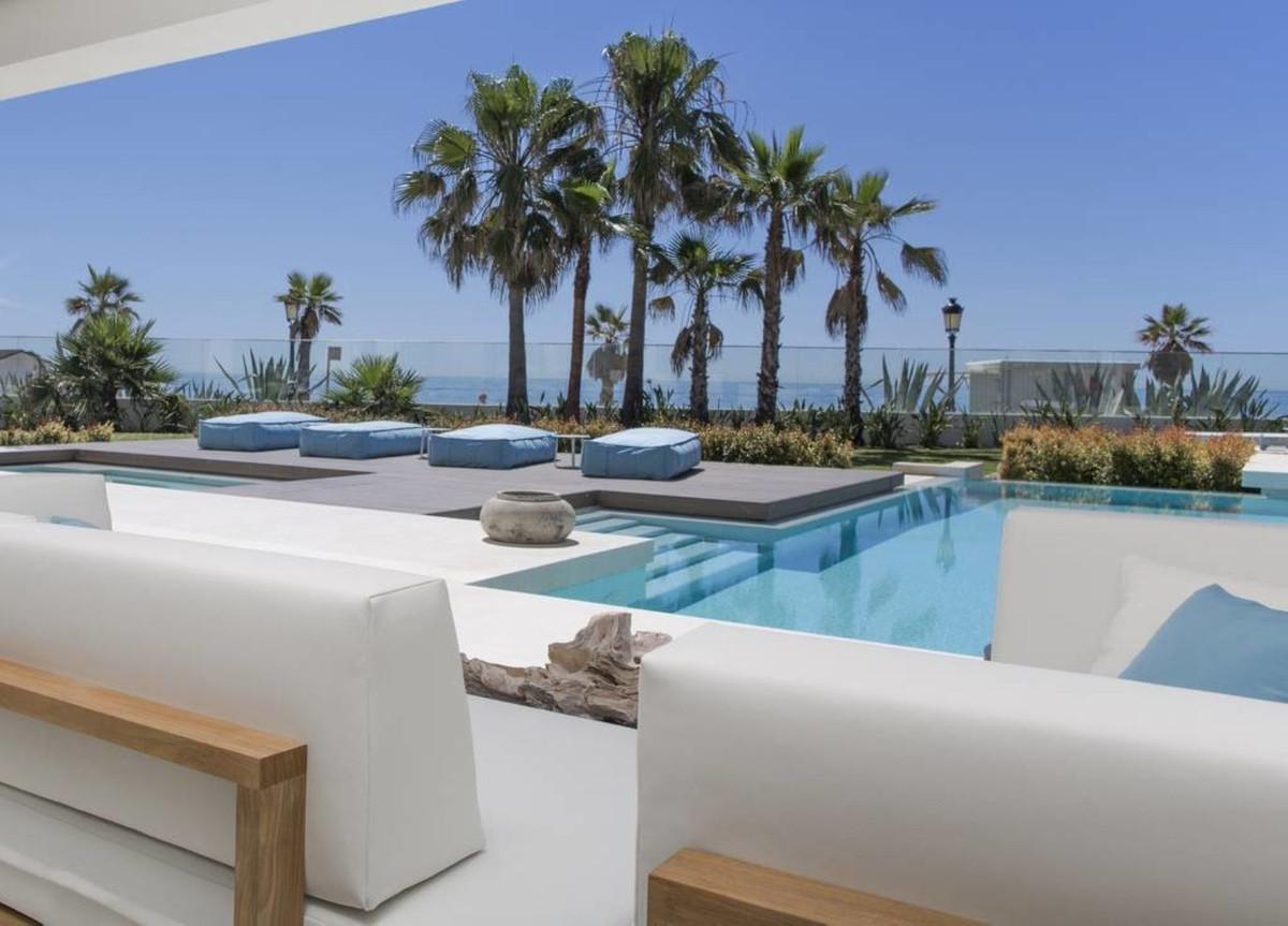Detached Villa for sale in Puerto Banús R3530167