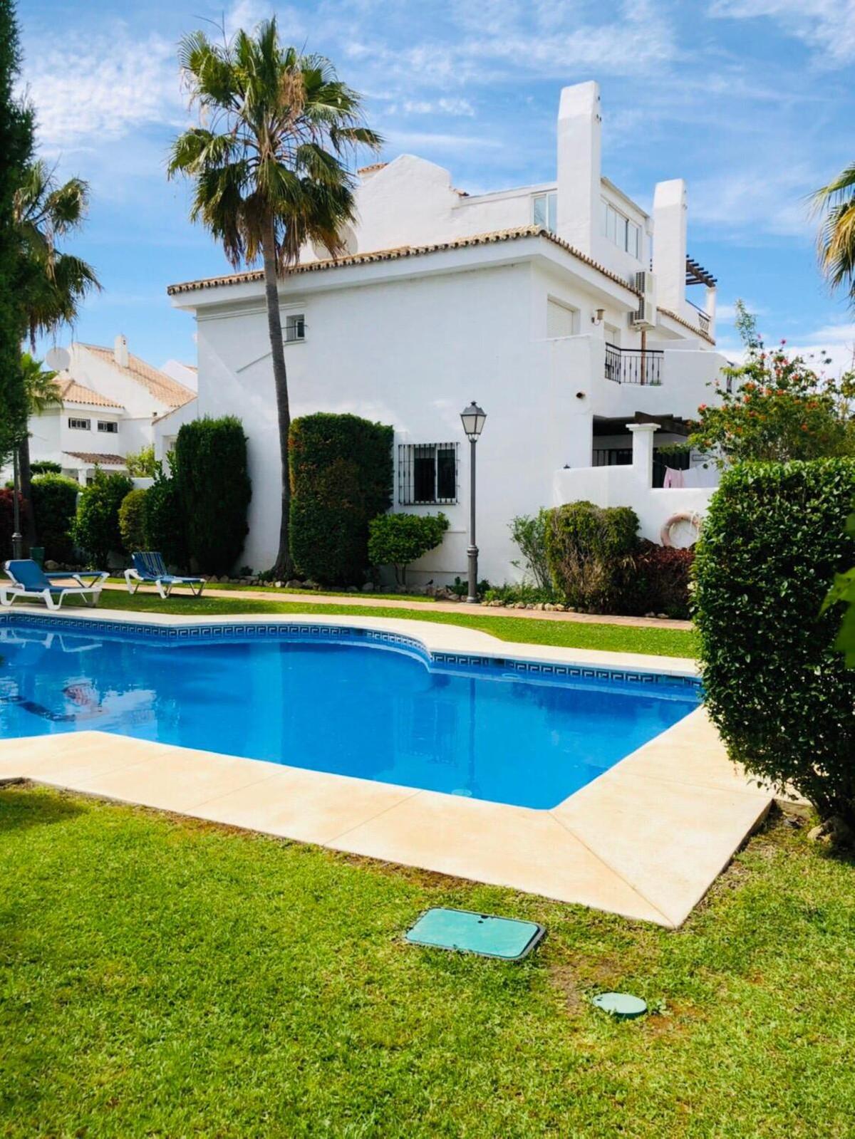 Townhouse, Marbella, Costa del Sol. 4 Bedrooms, 2 Bathrooms, Built 200 m², Terrace 30 m².  Setting :,Spain