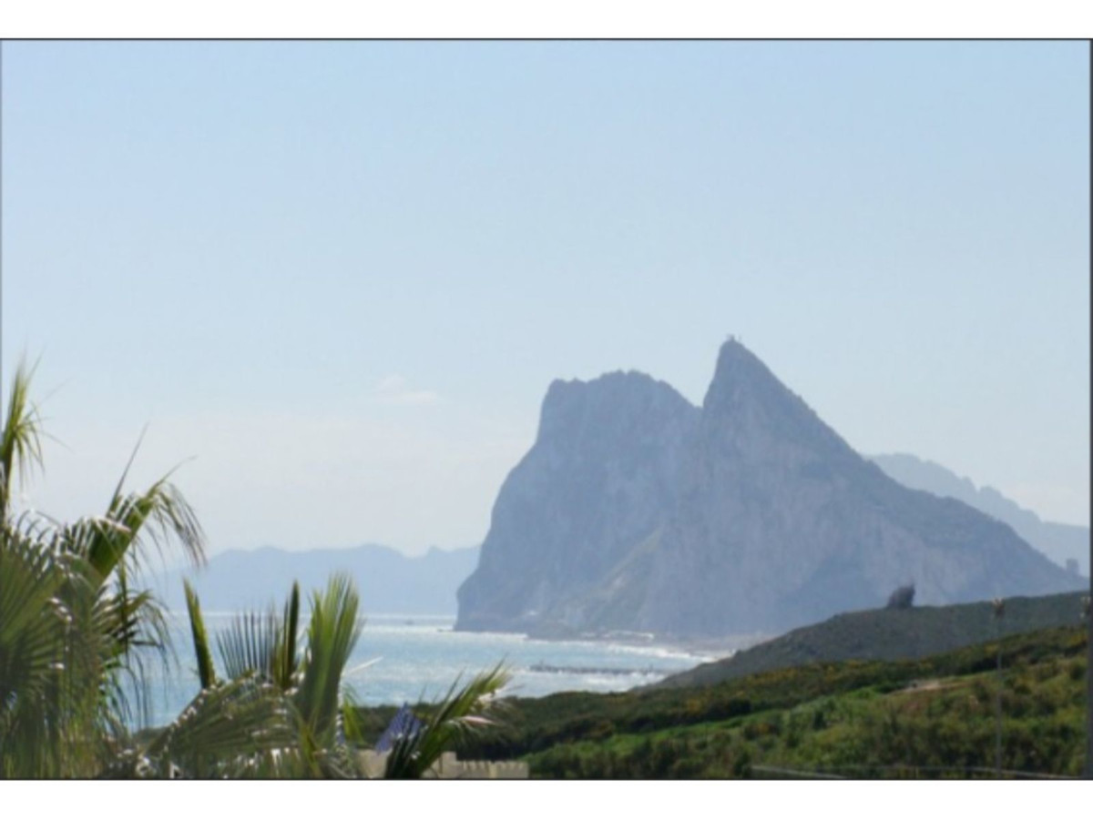 STYLISH TOWNHOUSE BY THE SEA! Spacious Townhouse overlooking the Rock of Gibraltar on a links Golf c,Spain