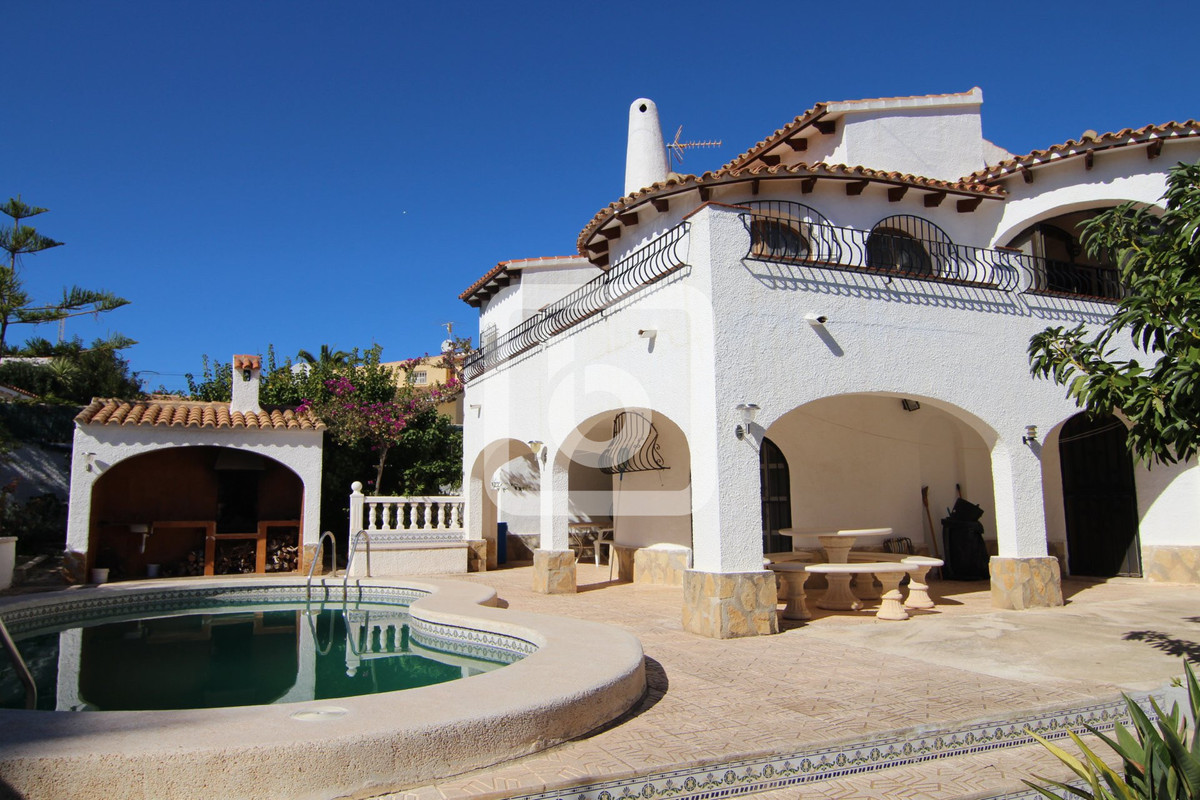 This villa is situated about 1km from the Fossa beach in a quiet and residential area. The house con,Spain
