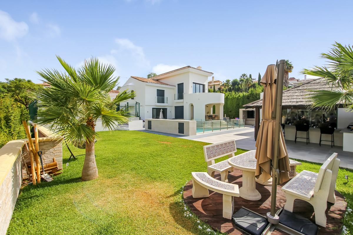 Detached Villa for sale in El Paraiso R3683297