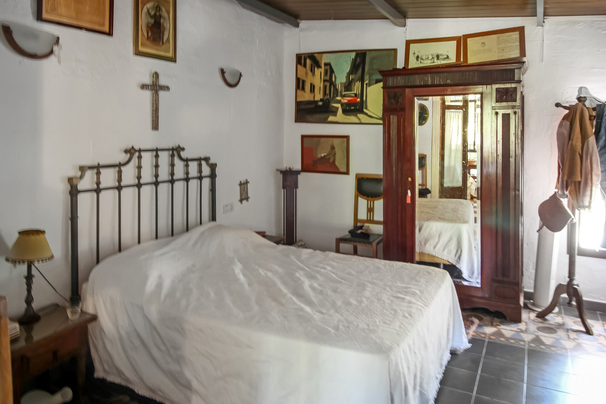 17 Bedroom Finca Villa For Sale Guaro