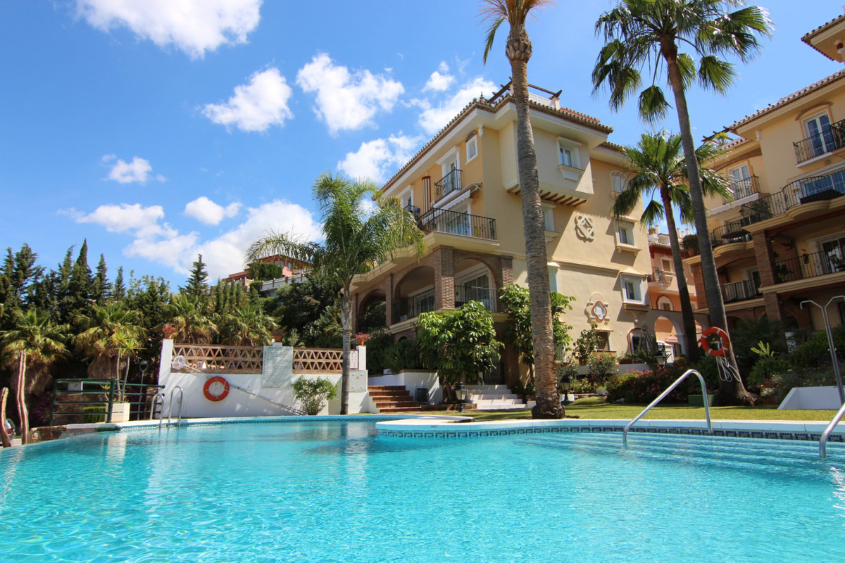 This great 3 bedroom ground floor apartment is located in Pueblo Aida within the prime location of M,Spain