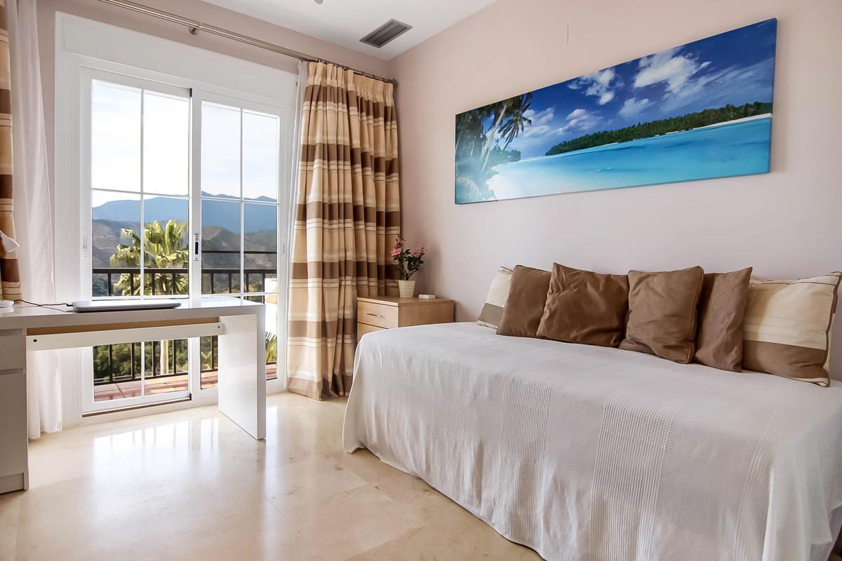 Apartamento con 3 Dormitorios en Venta Istán