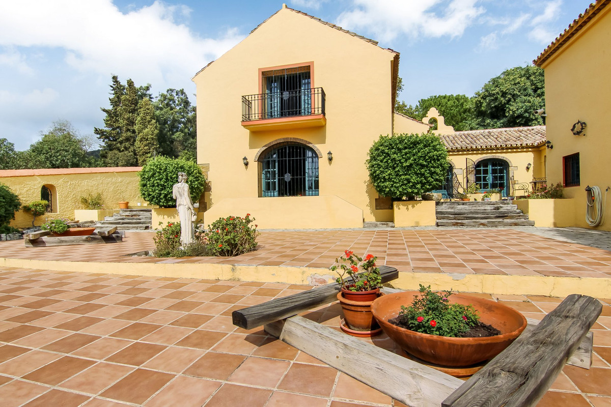 Detached Villa for sale in Sotogrande R3305971