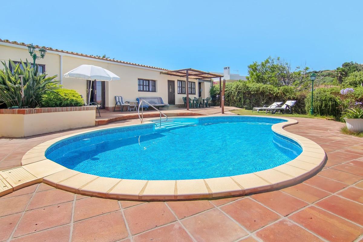 Detached Villa, Torreguadiaro, Costa del Sol. 3 Bedrooms, 2 Bathrooms, Built 299 m², Terrace 916 m².,Spain