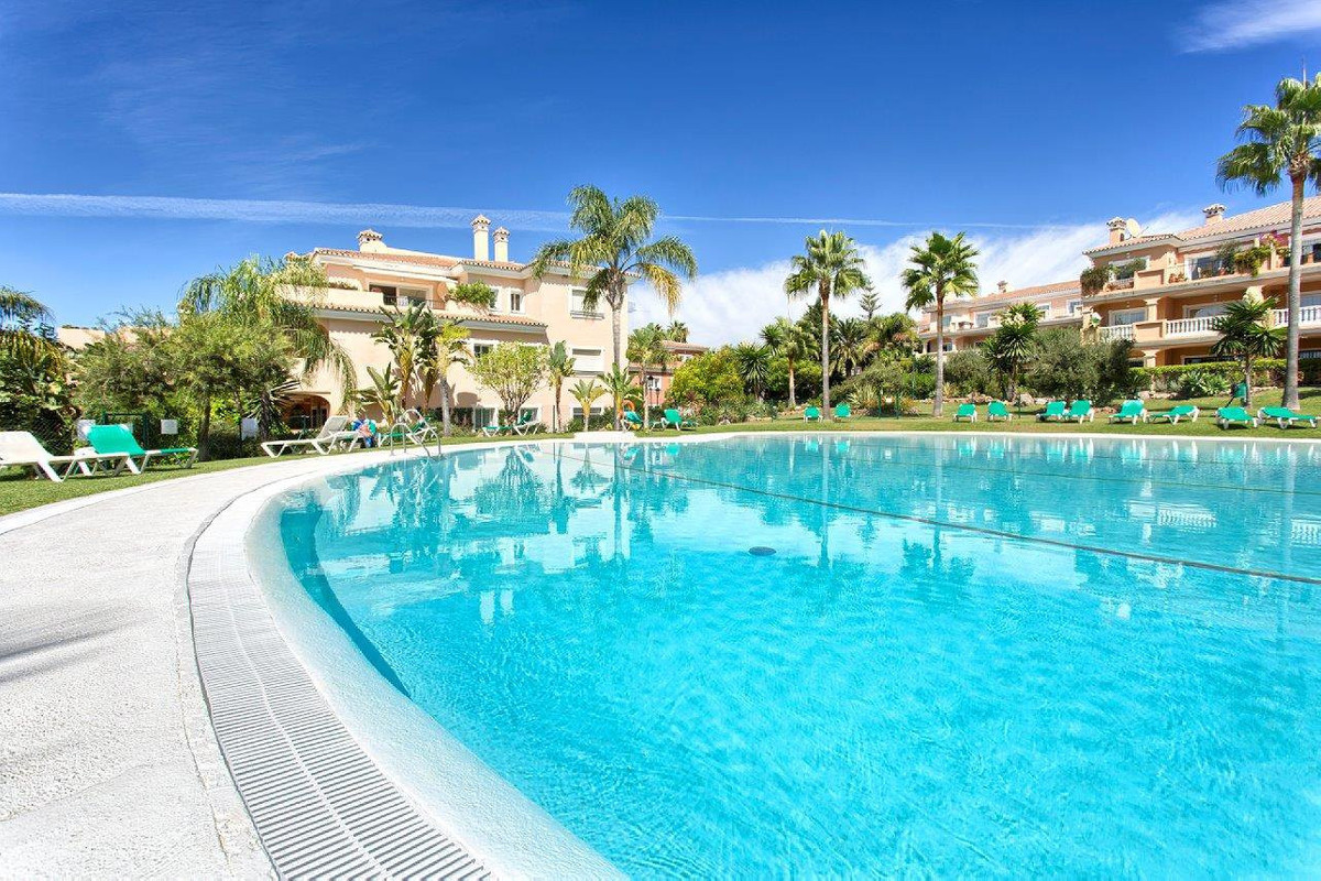Living is easy in this impressive, generously spacious beach residence in the New Golden Mile, Estep,Spain