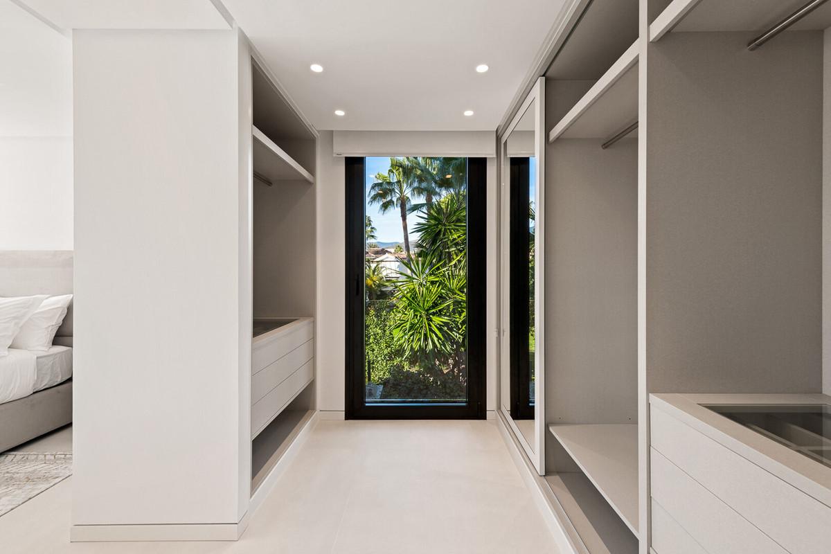 House in Aloha R3672284 22
