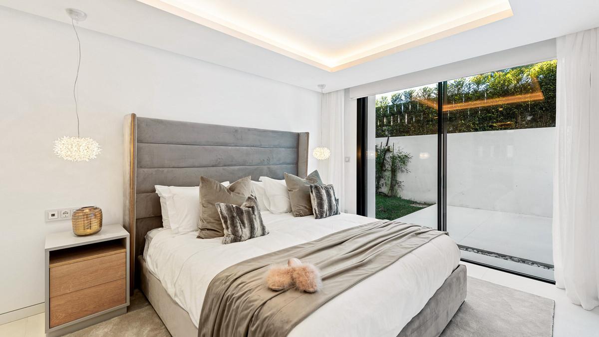 House in Aloha R3672284 5