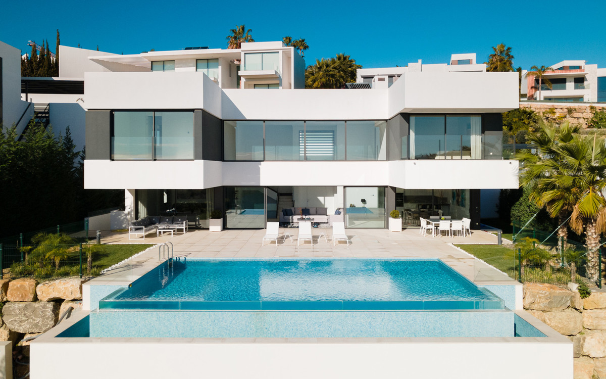 Detached Villa for sale in Benahavís R3706187