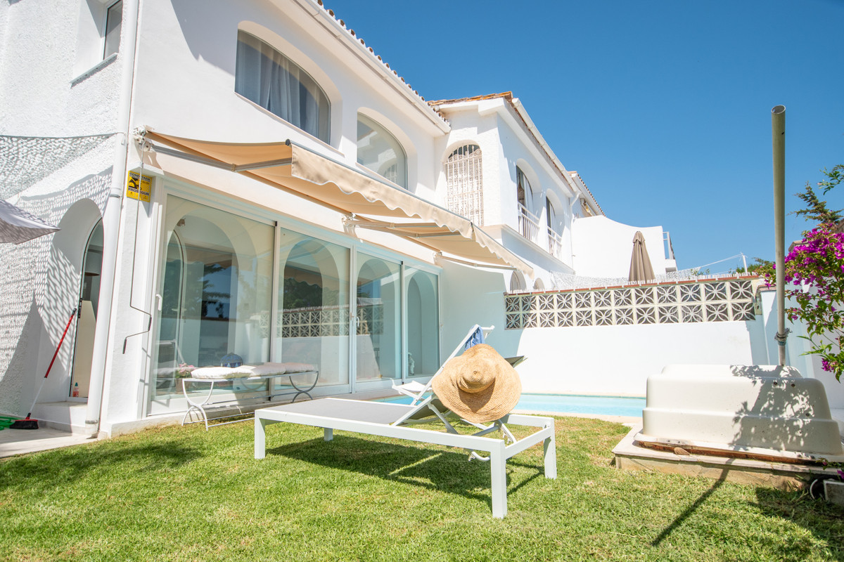 2 bedroom villa for sale costabella
