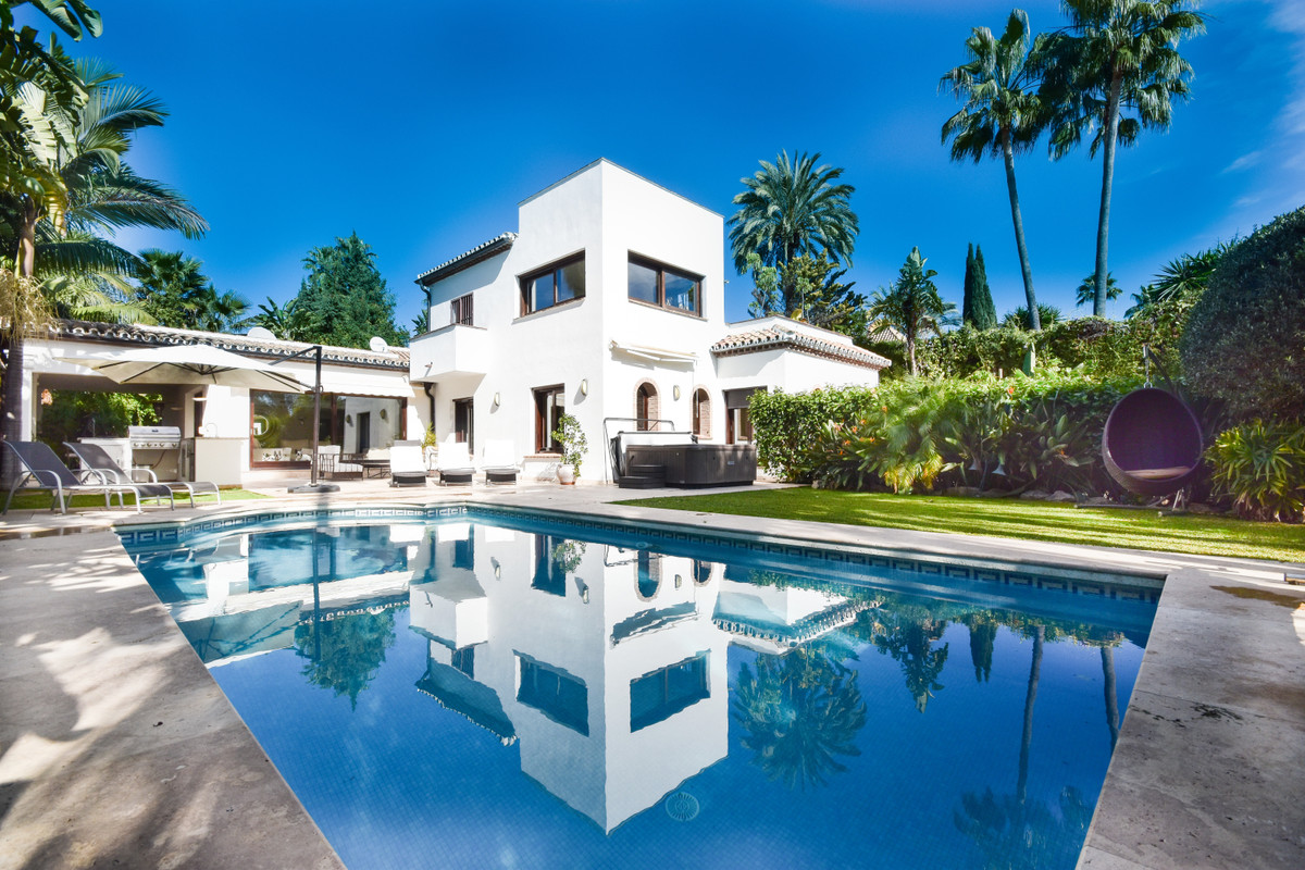 This large Luxury Villa( of over 450sq meters) is located in a very private location on a Cul-de-sa,Spain