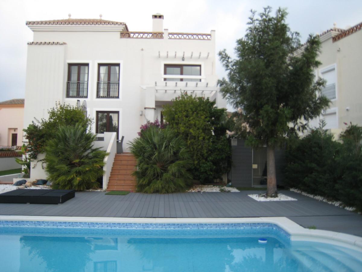 Villa 4 Dormitorios en Venta Selwo