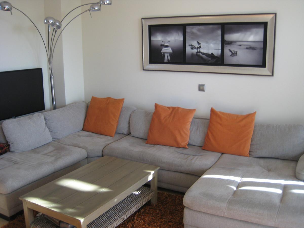 Villa con 4 Dormitorios en Venta Selwo