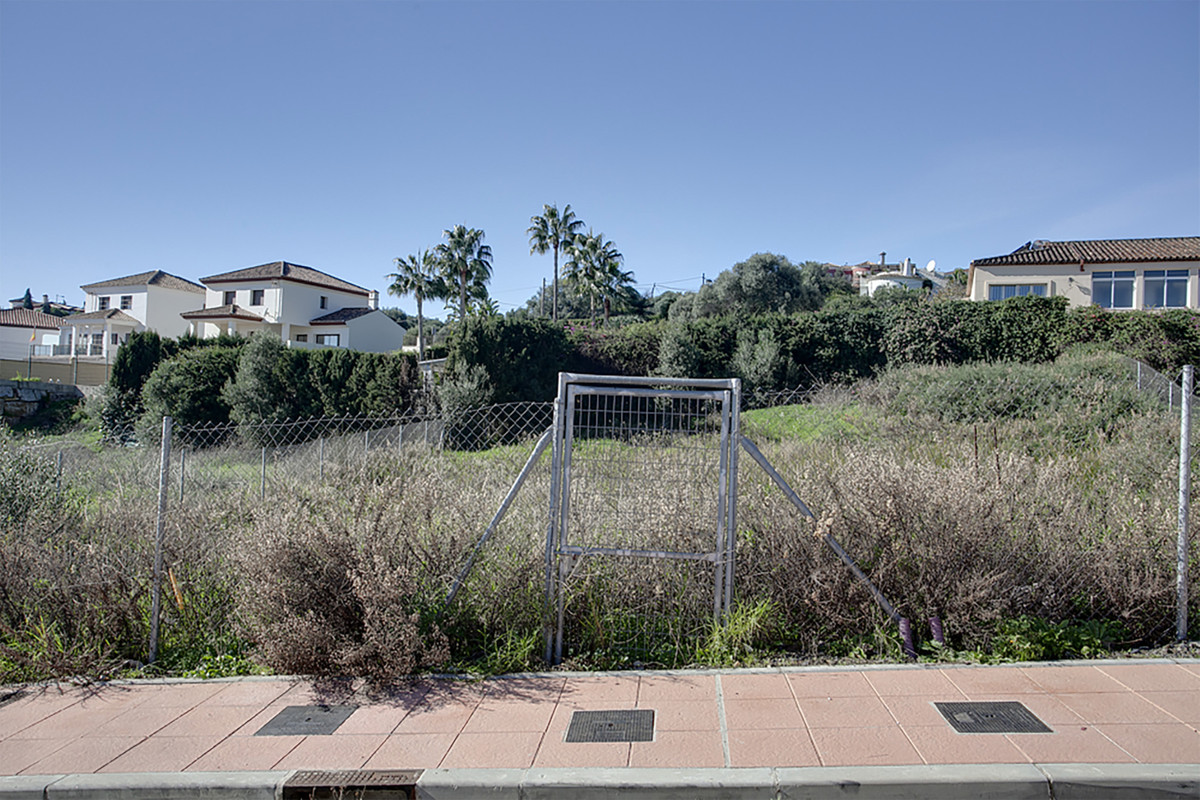Residential Plot, Valle Romano, Costa del Sol. Garden/Plot 692 m².  Setting : Close To Golf, Urbanis,Spain