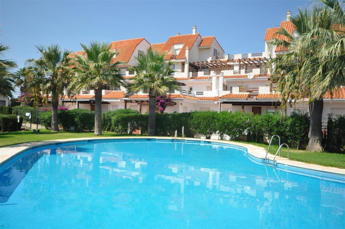Beautiful and comfortable apartment located, 1km from the beach and  only 10 minutes drive from Sabi,Spain