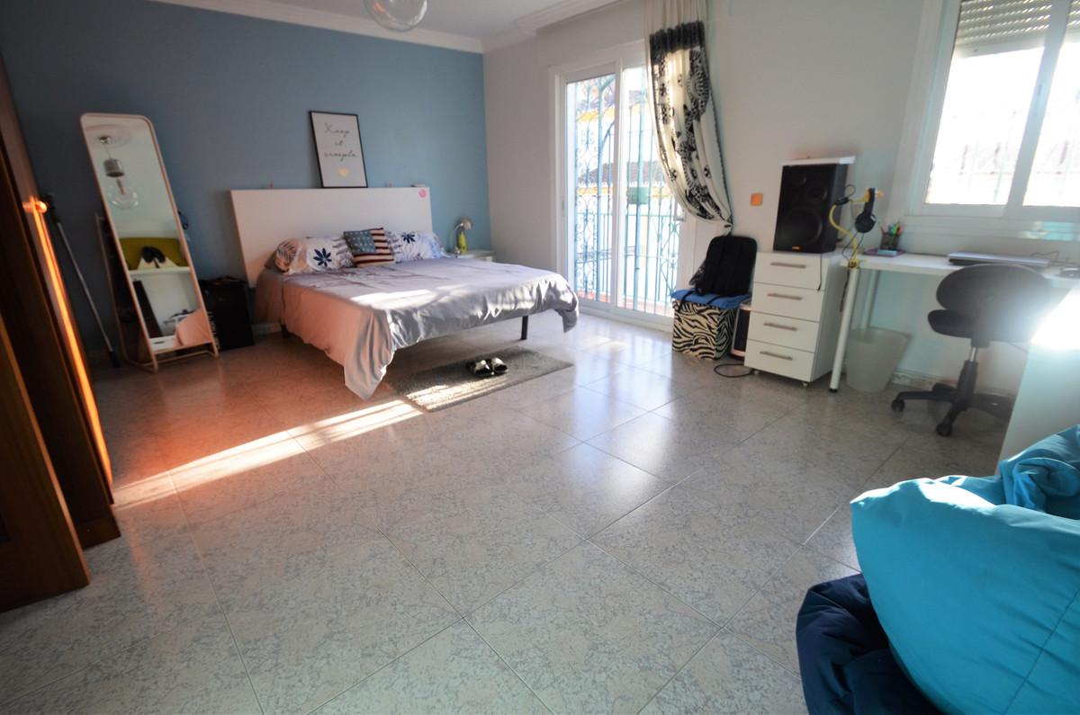 Villa Semi Detached Estepona Málaga Costa del Sol R3793540 9